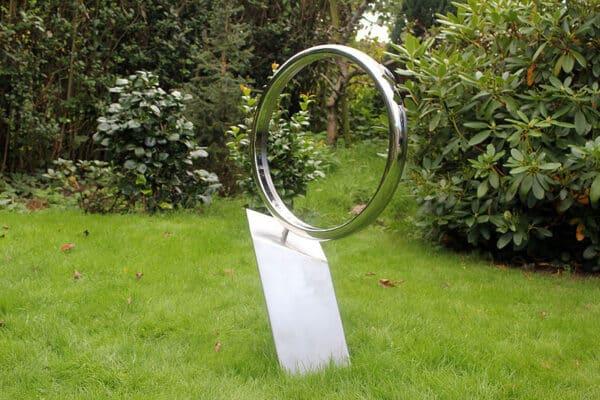 Modern Gedenkteken van twee ringen voor partner van gepolijst RVS