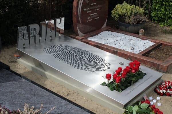RVS grafmonument voor zoon en partner
