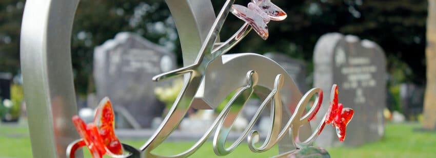 bijzondere grafmonumenten van rvs en glas
