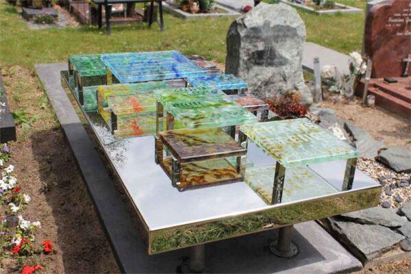 Modern – Grafmonument met gekleurde blokken glas en RVS voor partner