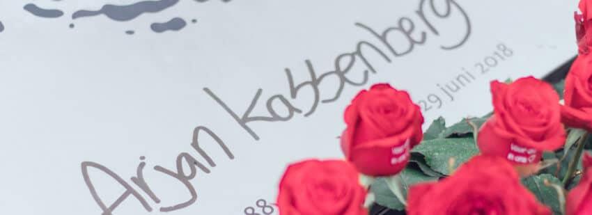 grafmonument met naam in eigen handschrift
