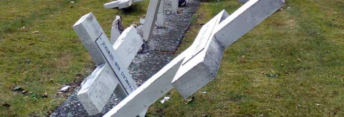 beschadigde grafmonumenten
