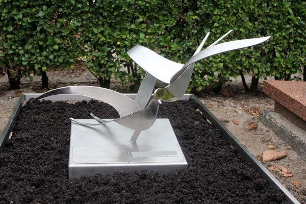 RVS grafmonument vogels